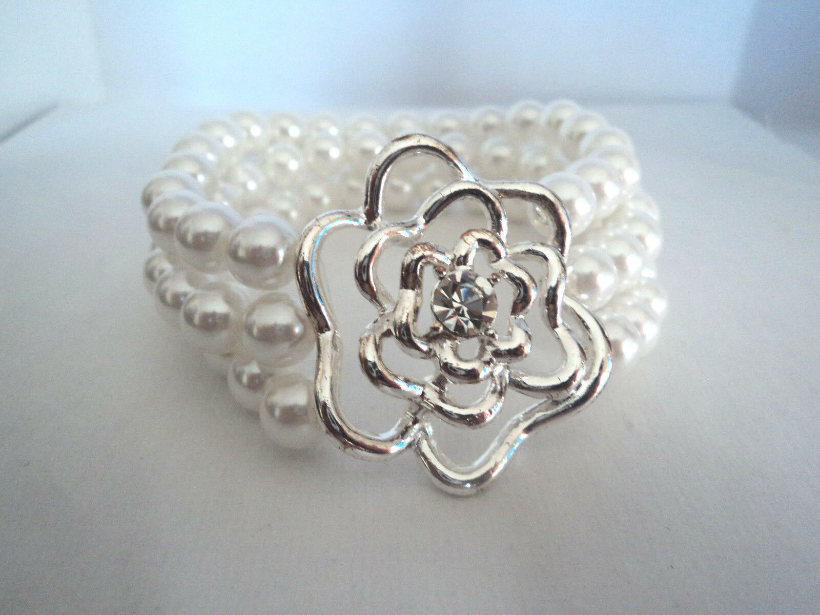 Avon Floral Bloom Pearlesque Stretch Bracelet Silver tone Rose 2009 Stock