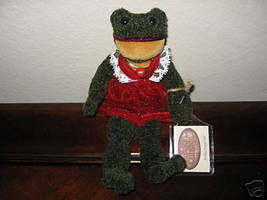 Ganz Cottage Collectibles Frog Holiday Hopper Girl MWT - $12.43