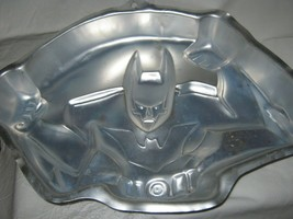Wilton Batman Beyond Cake Pan (2105-9900, 2000) DC Comics - $21.99