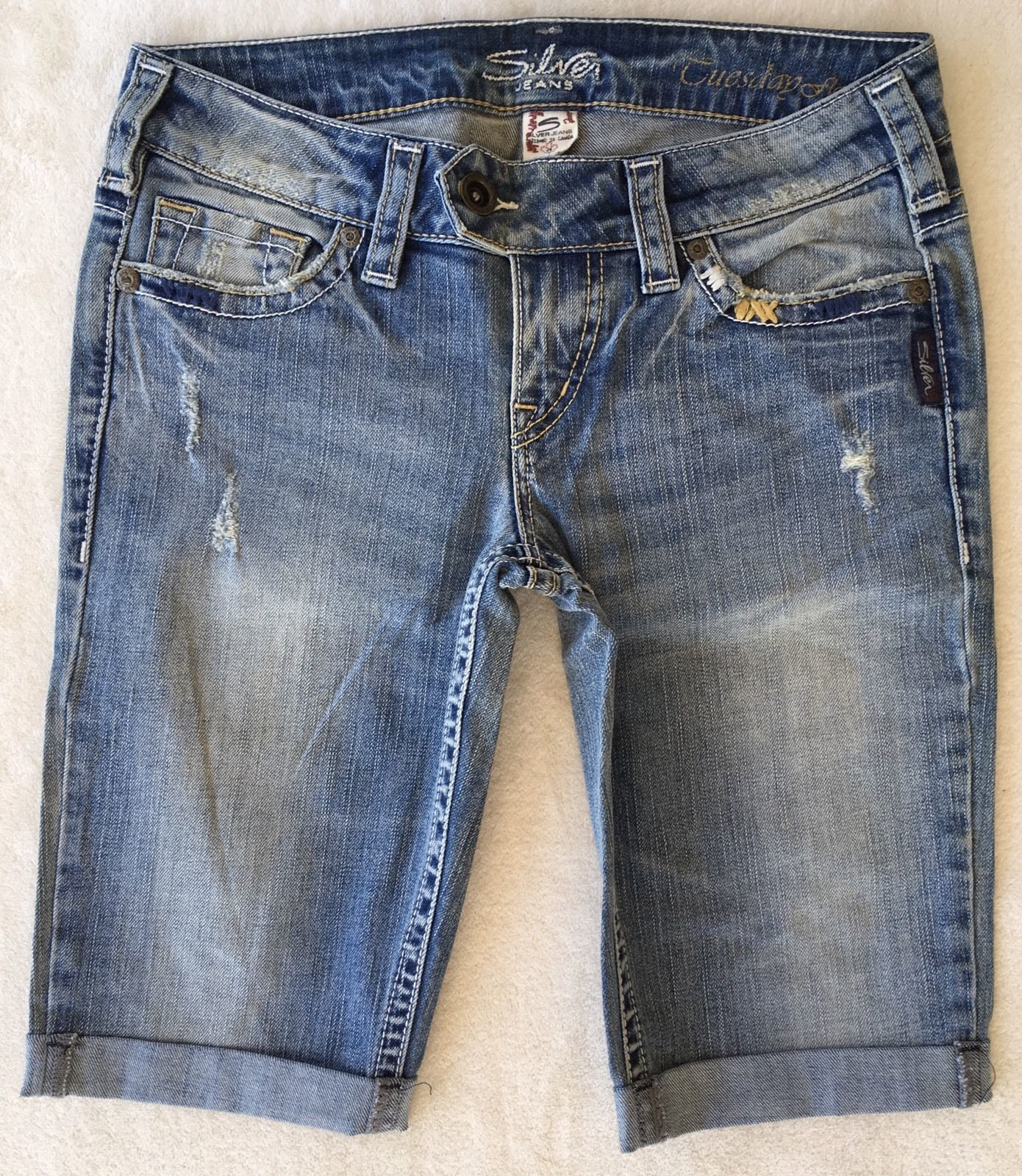 SILVER JEANS Sale Buckle Low Rise Tuesday Flap Denim Stretch Jean Mid Shorts 26