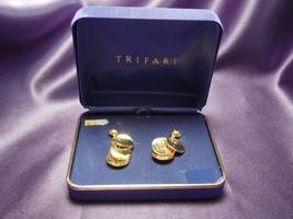 Trifari Gold Earings w/ scale pattern of hanging plates in Original Purp... - $22.28