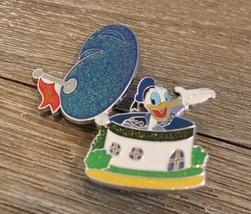 Disney 2014 HKDL Hong Kong Disneyland Glitter House Trading Pin Donald Duck - $10.88