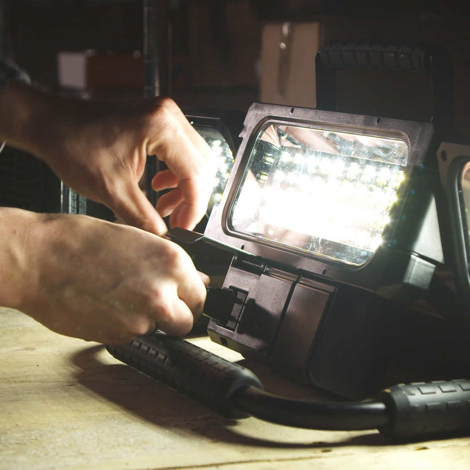 Winplus LED Folding Worklight 2100 Lumens with 2 Power Sockets /& 2 USB Outlets