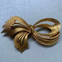 Vintage JJ Bow Brooch Brushed Gold Tone Textured Signed Modernist Style - $14.80
