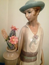 Lladro Lady Grand Casino # 5175 ~ Mint, Retired - $349.99