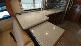 2018 Holiday Rambler Vacationeer M-35P FOR SALE IN Cape Canaveral, Fl 32920  image 5