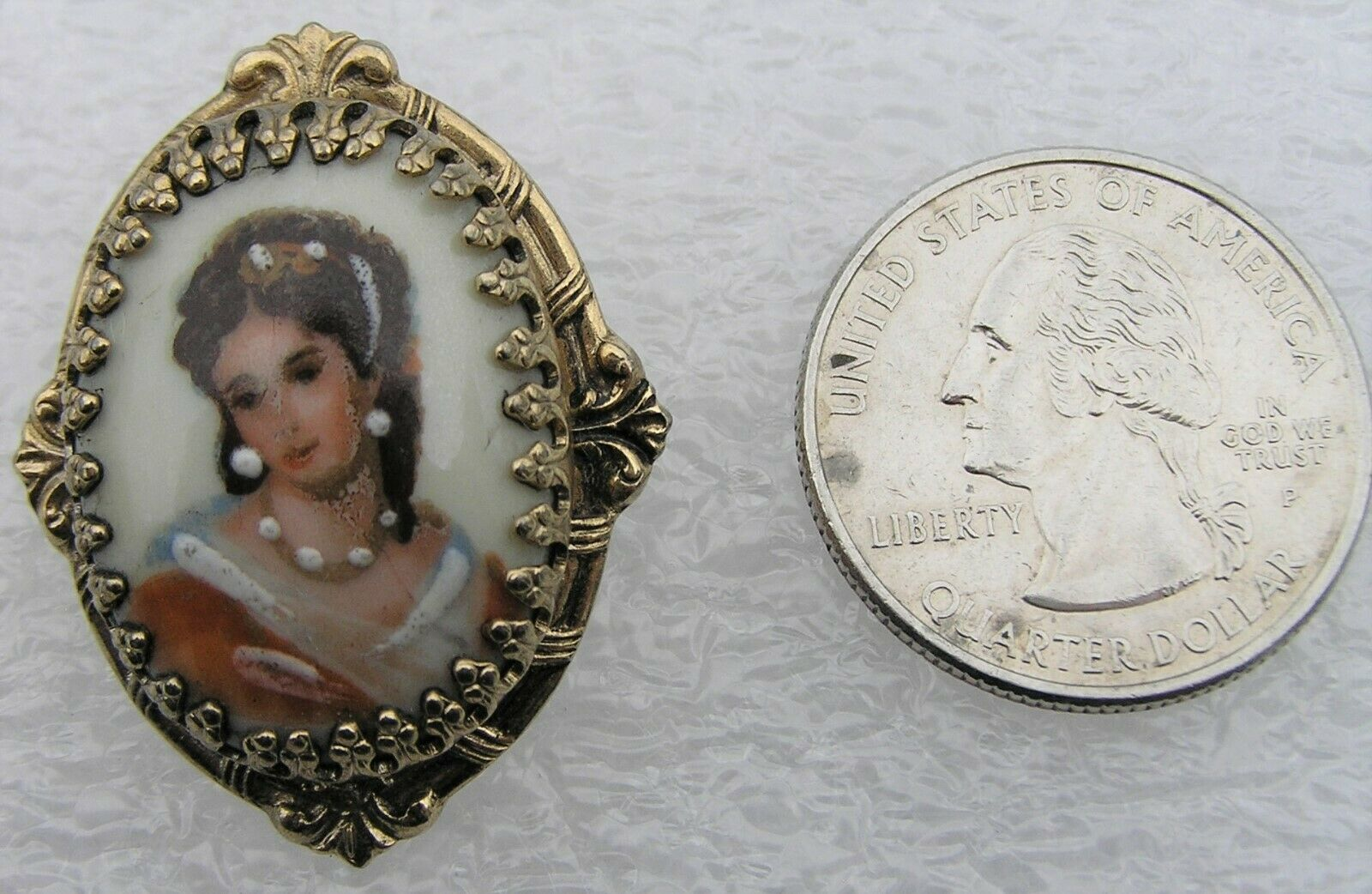 Vtg Hand Painted Victorin Portrait Lady in Pearls Porcelain Cameo Brooch Pin