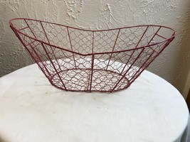 Farmhouse style chicken wire basket Red with handles euc - $9.46