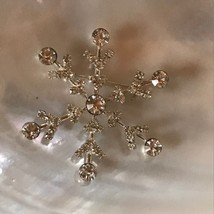 Estate Clear Rhinestone & Silvertone Classic SNOWFLAKE Christmas Holiday... - $10.39