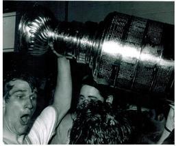 Bobby Orr PF Stanley Cup Boston Bruins Vintage 18X24 BW Hockey Memorabilia Photo - $34.95