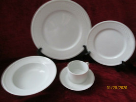 Fitz & Floyd Classic white fluted 5 piece place setting excellent - $49.45