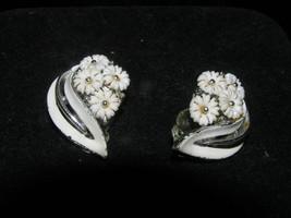 Vintage LISNER Signed White Enamel Leave with Tiny White Plastic Flower Clip Ear - $7.78