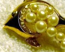 J92 Gold Fish Angel Fish Pin Brooch Rhinestones Goldtone Faux Pearls