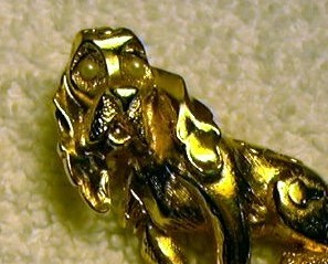 j95 Blood Hound Beagle Dog Pin Brooch Faux Pearl Eyes