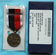 Original WW2 Army Of Occupation Medal In The Box, Badge Etui - $54.45