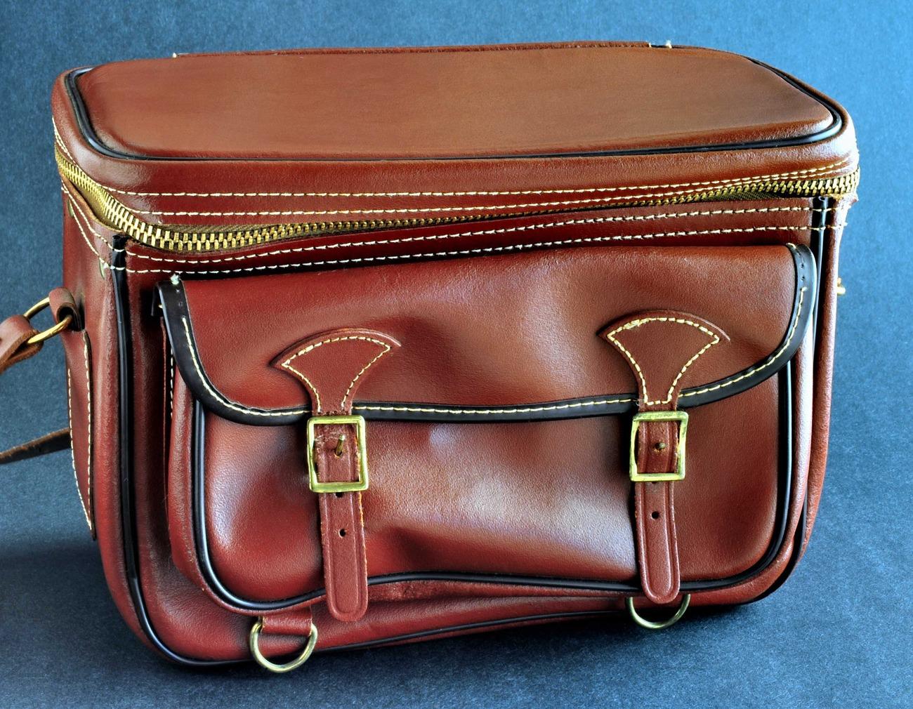 Diamond gadg it bag c813 chestnut brown leather case.small file