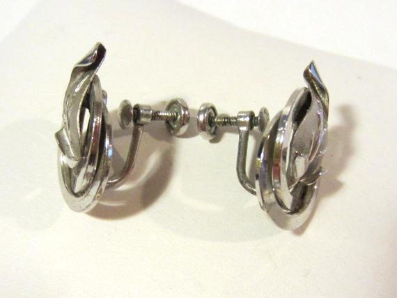 Vintage sterling silver  dec screw back leaf earrings