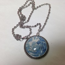 Beautiful, Rare 1.25in Round Blue Willow Pendant 20in Silver Tone Necklace - $12.30