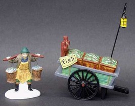 DEPT 56 58149 HERITAGE VILLAGE CHELSEA MARKET FISH MONGER & CART 2 PC  D7 - $14.65