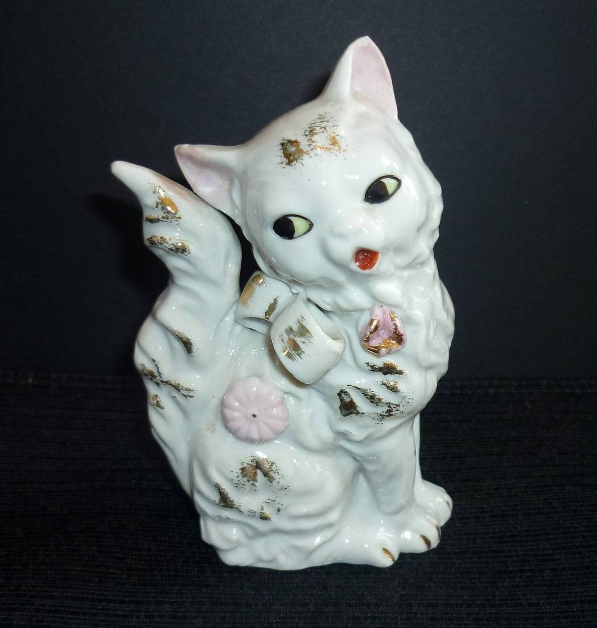 Japan white cat figurine 1
