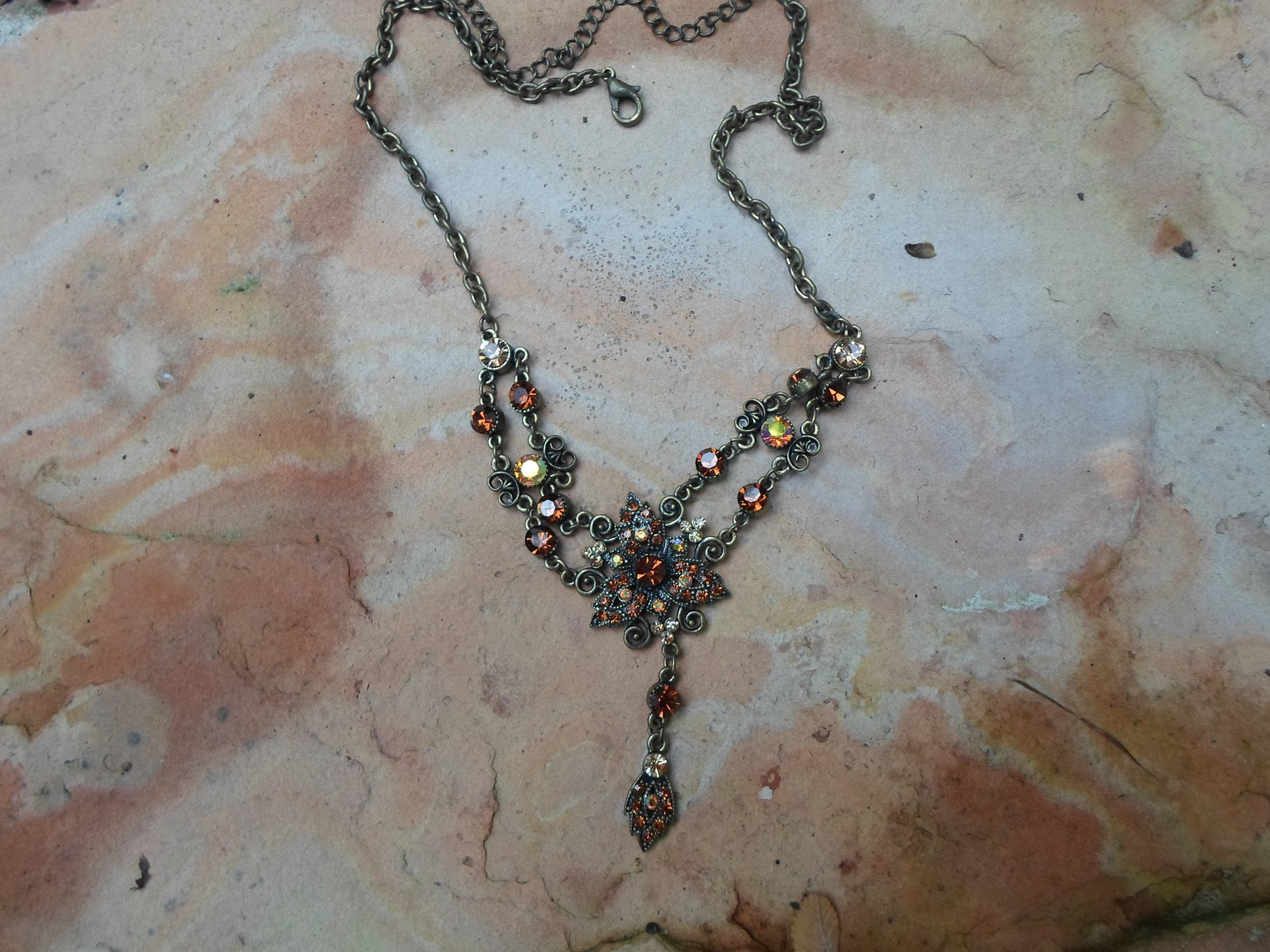 Vintage Style Dangle Rhinestone necklace