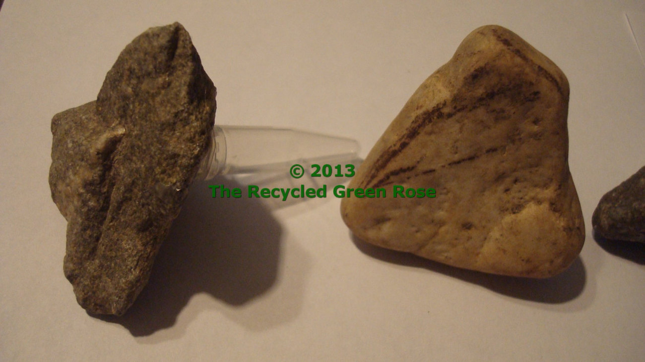 Rock Geocache - Evil SNEAKY hide - Micro - Heart Shape Rocks
