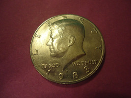 1983-P KENNEDY HALF DOLLAR    **L@@K**        COMBINED SHIPPING - $3.71