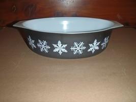PYREX 2.5 QT Casserole 045 White Black Snowflake  - $37.39