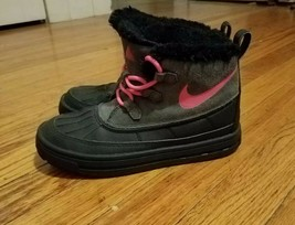 Nike Kids Woodside Chukka 2 Anthracite/Hyper Pink-Black Boots, Youth size 3 - $27.99