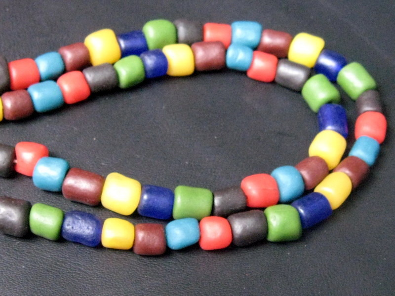 Vintage Colorful Ta-Ra-Va-Di Stone Bead (Luk-Pat-Lord) Necklace: Long 60 cm.