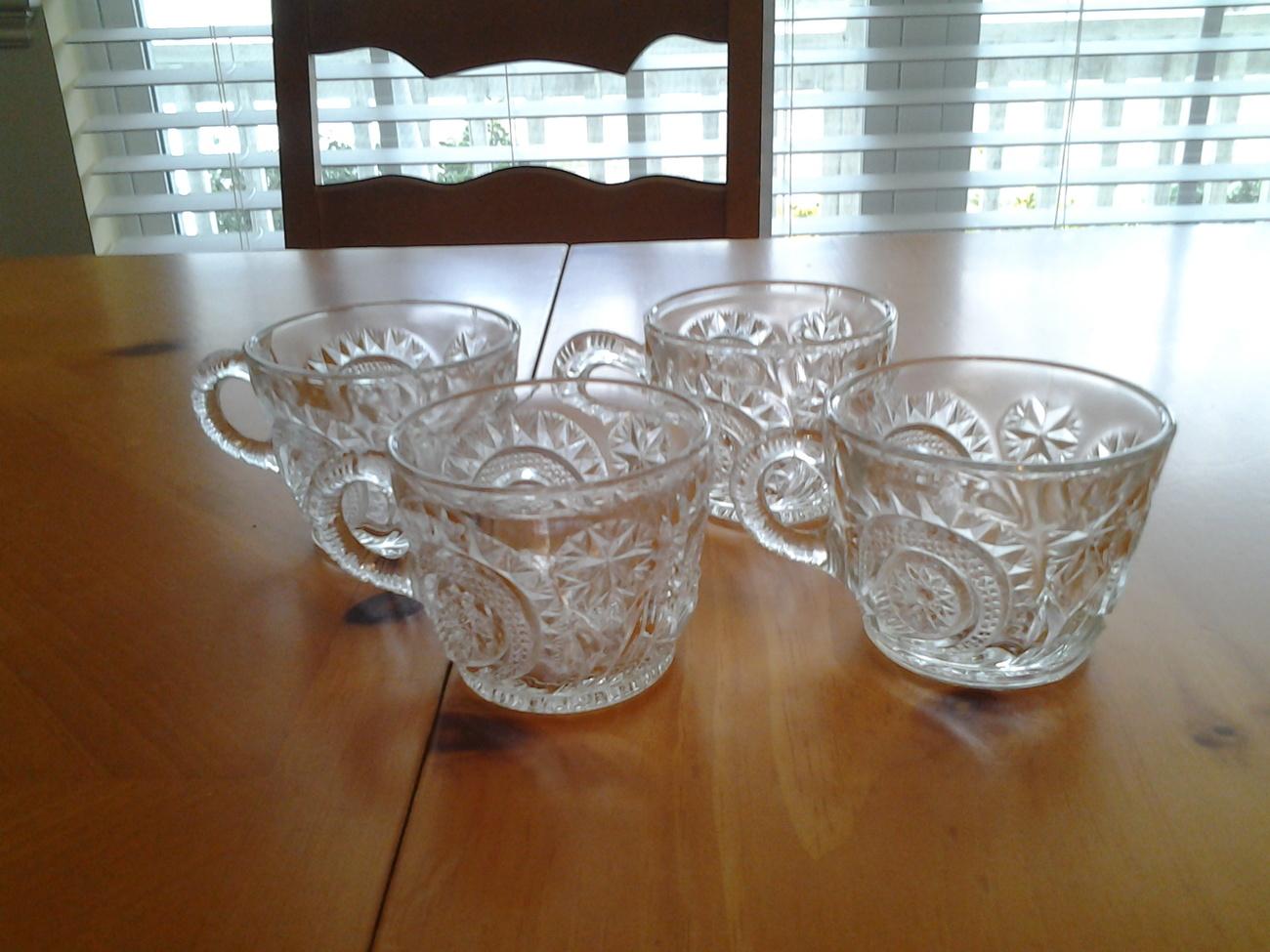 LE Smith Pinwheel & Stars (4)  Glass Punch mugs  Starbase straight pattern