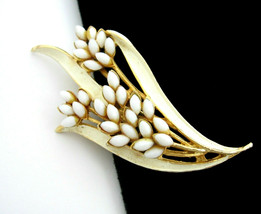 ART Pin Vintage WHITE GLASS Cabs Enamel Flower Wheat Brooch  Goldtone Si... - $18.99