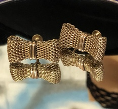 VTG 50s Gold Tone Chainmail Folded Ribbons Vertical Bows Screw Back Earr... - $18.00