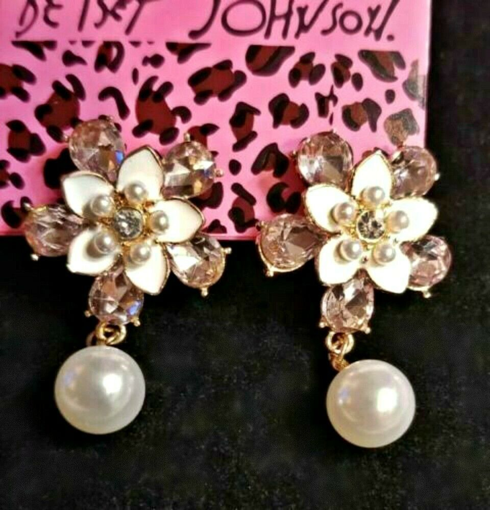 Primary image for Betsey Johnson white FLOWERS & PEARLS stud earrings with sparkly faceted stones