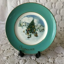 Enoch Wedgewood Avon Trimming The Tree Sixth Edition Porcelain Plate 1978 - $11.63
