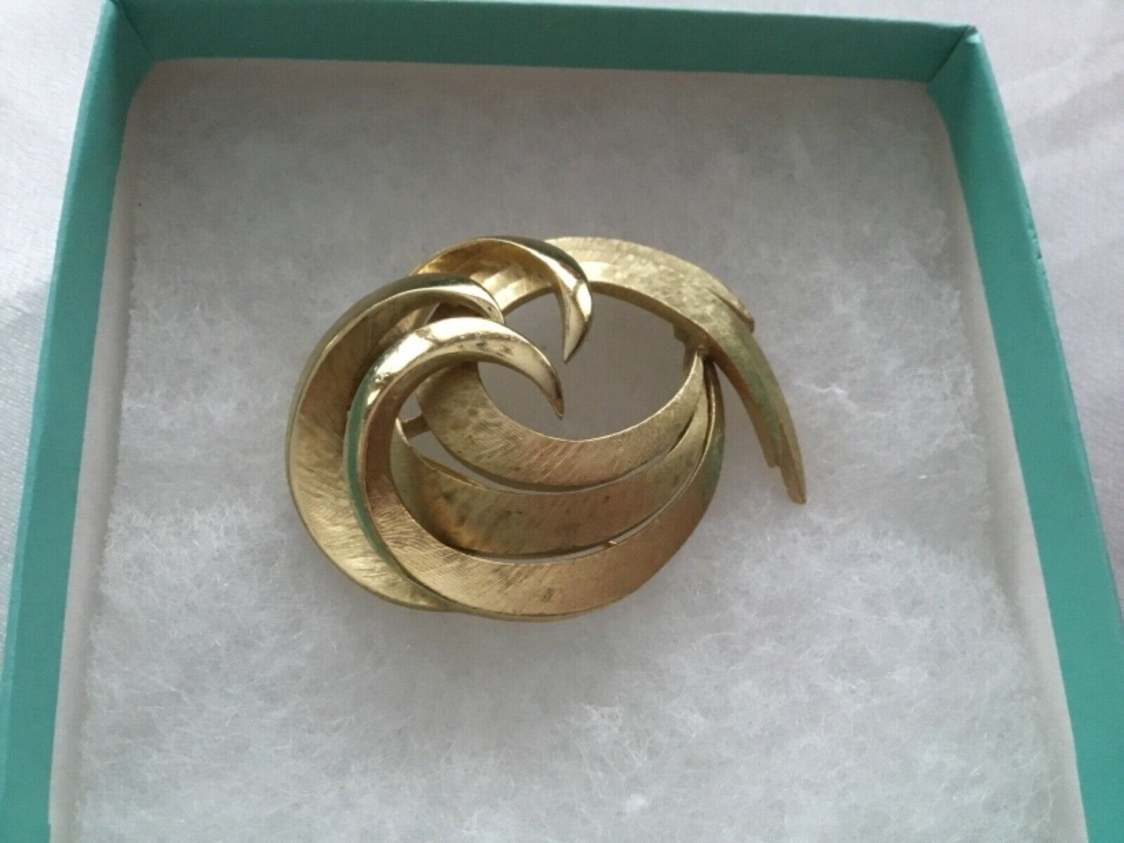 Primary image for VTG CROWN TRIFARI Textured Swirl GOLD TONE Pin Brooch