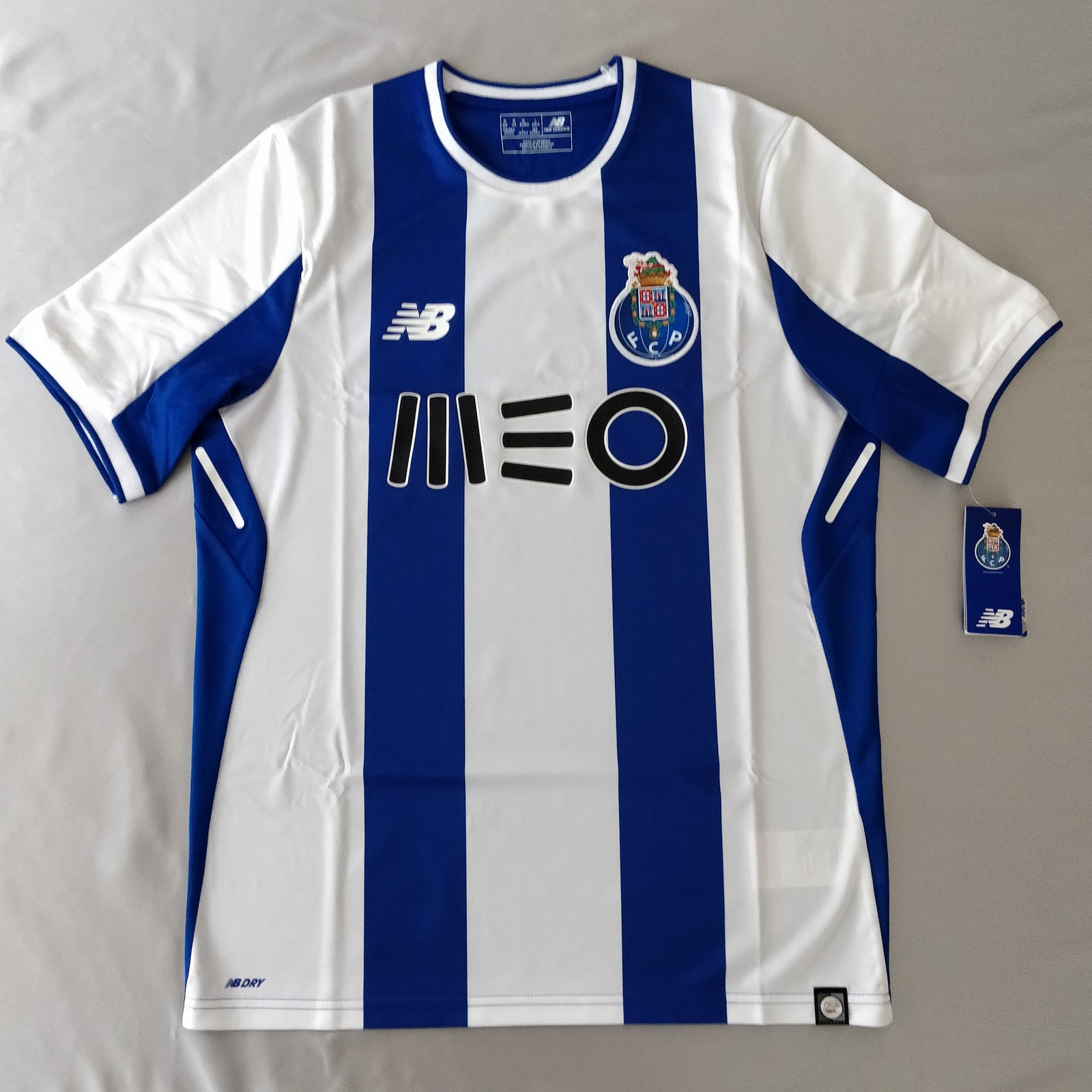 Primary image for FC Porto 2016/17 New Balance Home Fans Version %100 Original