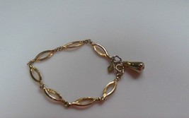 Vintage Signed Sarah Coventry Gold-tone Oval Link Chain bracelet W/Charm - $28.30