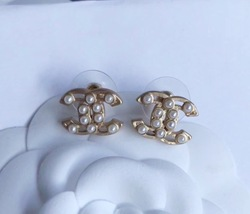 100% AUTHENTIC CHANEL Classic Gold Pearl CC Logo Stud Earrings  image 6
