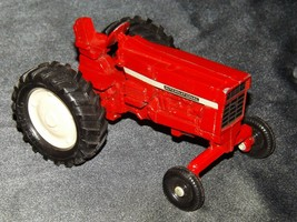 Die-cast  International Tractor Red AA19-1515 Vintage image 2