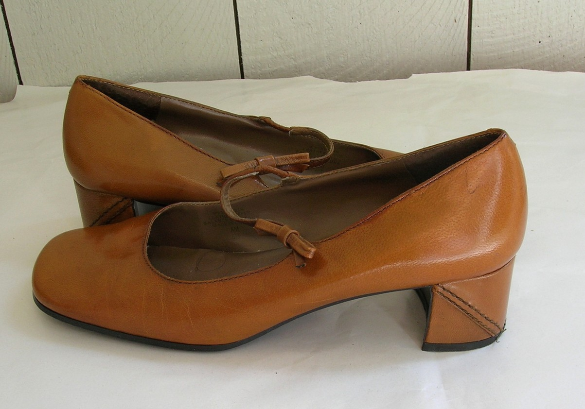 Nine West Harvest Gold Leather Mary Jane Pump Chunk Heels sz.6M