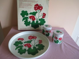 VTG AVON GERANIUM SUMMER FANTASY TRAY and CANDLE SET, ORIGINAL BOX, 1983 - $24.18