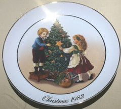 Lovely=Avon 1982 Christmas Memories Collector Plate Second Edition JAPAN  (Q-5) - $8.79