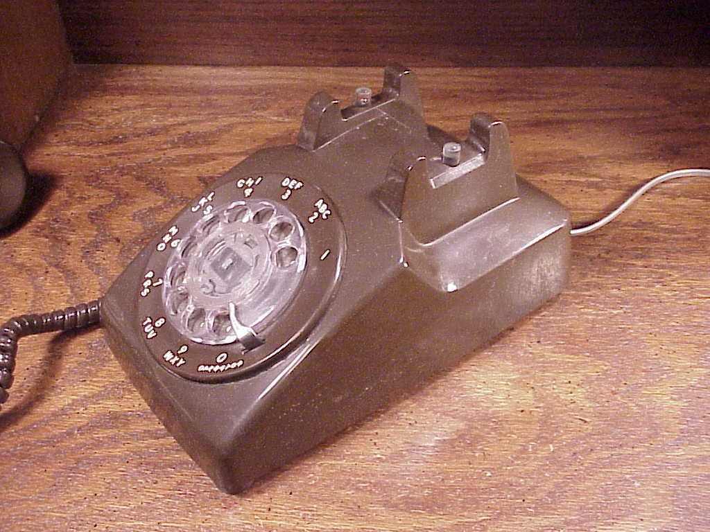 Brown Desk Rotary Phone, no. 500D, made by Stromberg-Carlson