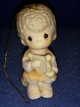 1984 PRECIOUS MOMENTS ANNUAL HANGING CHRISTMAS ORNAMENT E-5388 JOY TO TH... - $9.80