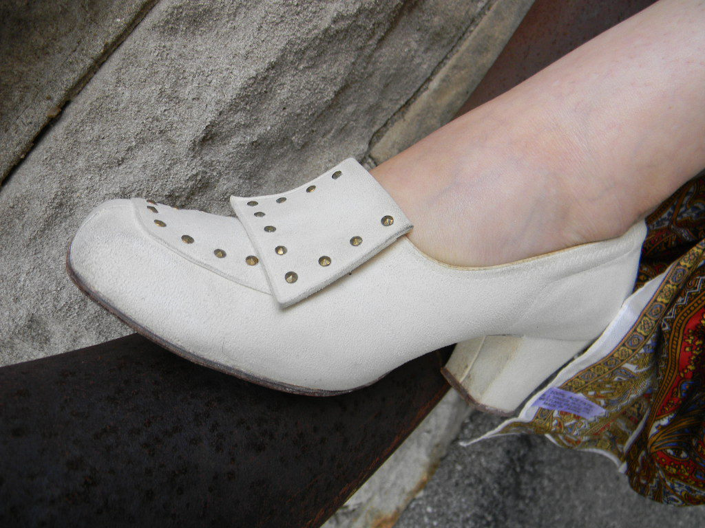 1950's Vintage White Suede Studded Shoes Paragon Life Stride sz 8