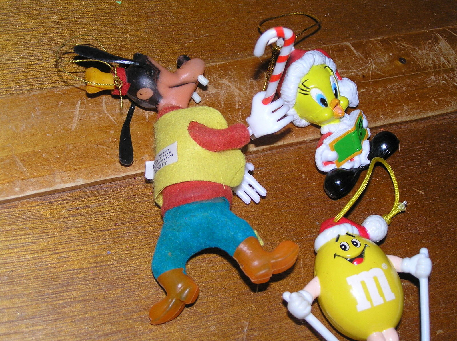 Vintage to Now Lot of 3 Plastic Disney Goofy Santa Tweety Bird & Yellow M & M