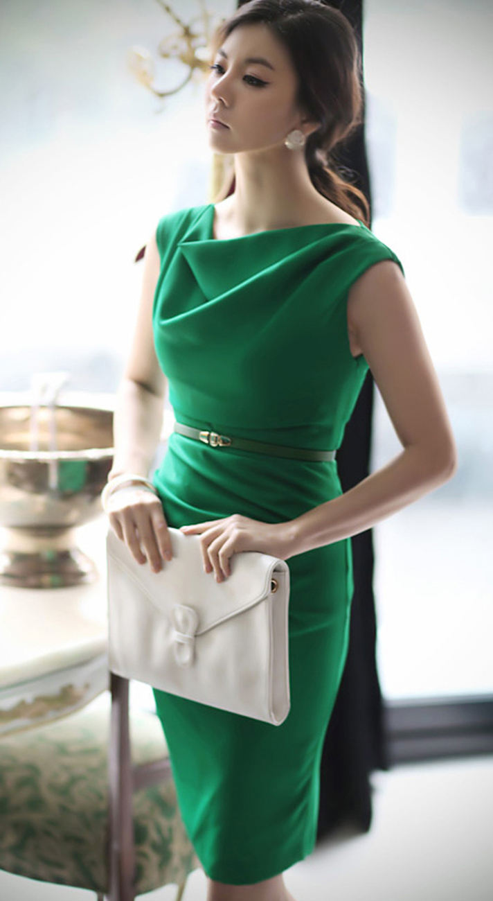 Get boardroom ready with work dresses from BCBG. With a variety of professional work dresses to choose from, you're sure to impress at the office. Shop BCBG today! BCBG.