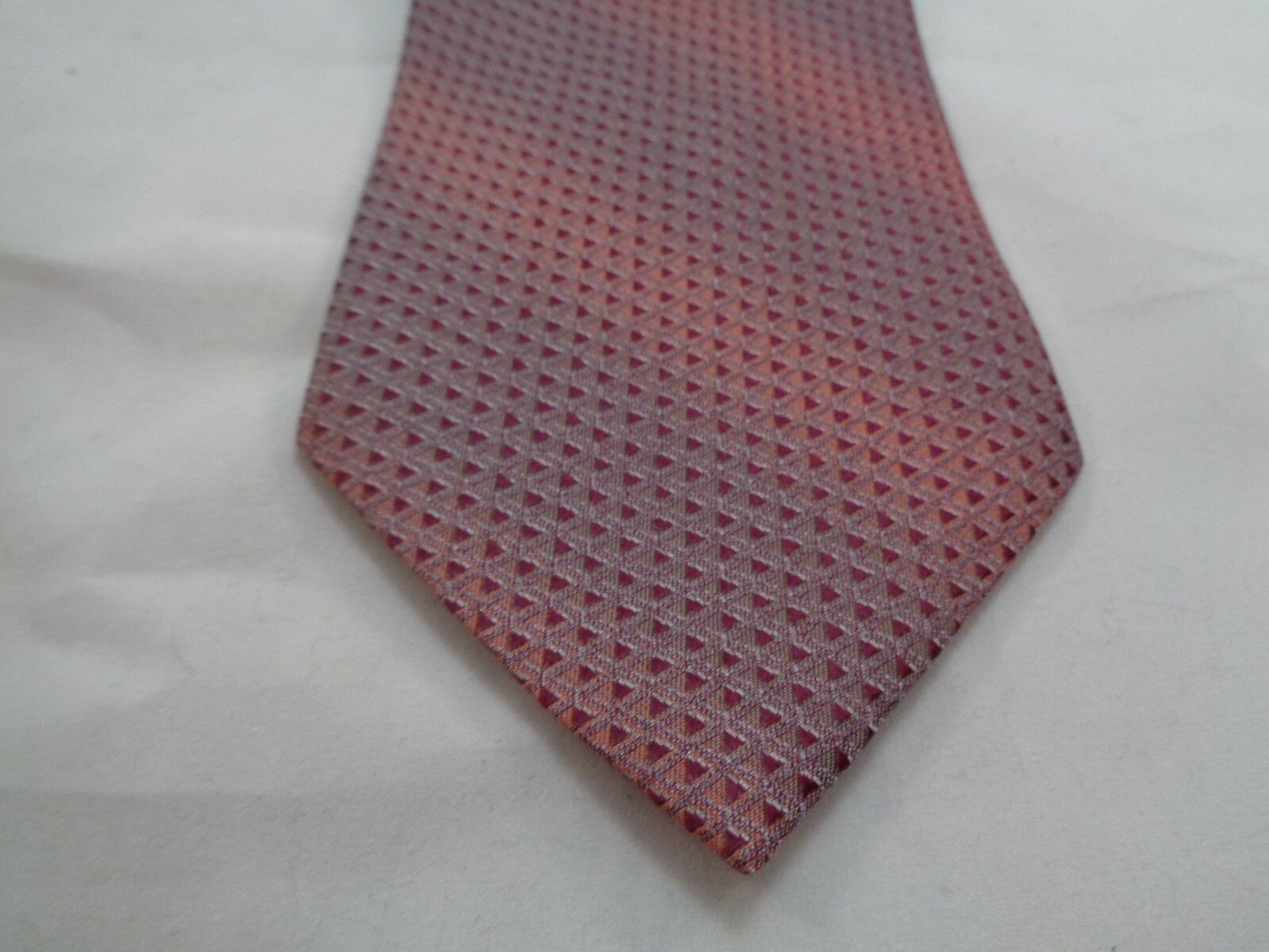 """KENNETH COLE PINK PURPLE MAROON SHINY TRIANGLES SILK NECKTIE 60"""" LONG 4"""" WIDE image 2"""