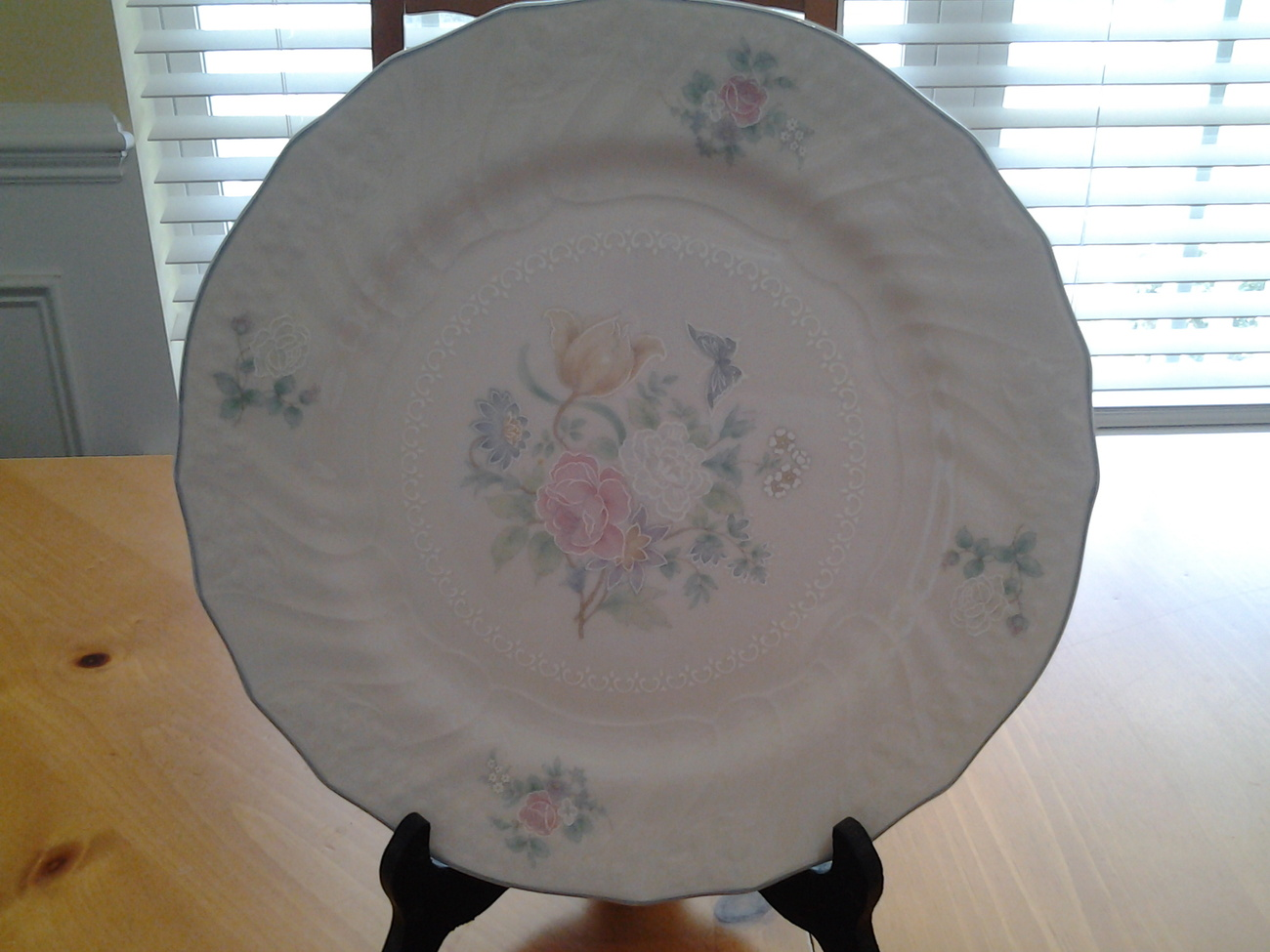 Royal doultonvalencia plate 10.752